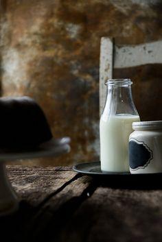 Most beautiful food photography Fresh Milk, Milk And Honey, Milk Photography, Milk Pail, Cookies Et Biscuits, Slow Food, Coconut Milk, Almond Milk, Farm Life