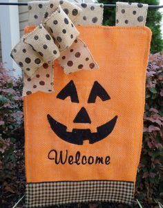 Handmade item Materials: Burlap, embroidery fthread, jute ribbon Welcome your visitors with this cute Halloween garden flag. The flag is approximately 11 x 17 a