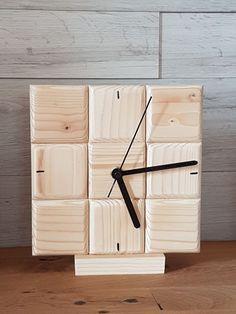 Table clock spruce – GÖKHAN Çiçekci – Join the world of pin Wall Clock Wooden, Wood Clocks, Wooden Art, Wooden Decor, Design Tisch, Bois Diy, Wall Clock Design, Diy Clock, Diy Woodworking