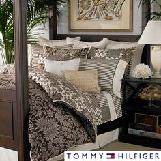 Update your bed with this 3-piece duvet cover set with a traditional paisley pattern in brown and cream.