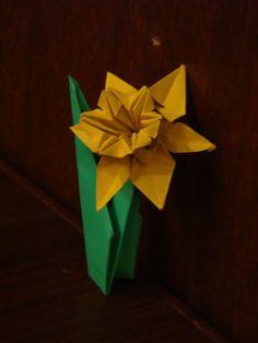 Origami Maniacs: Origami Daffodil