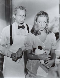 Willie (Robert Englund) & Elizabeth Maxwell (Jennifer Cooke) in V Jennifer Cooke, V Tv Show, Actors Then And Now, Please To Meet You, Robert Englund, Nightmare On Elm Street, Freddy Krueger, The Visitors, Science Fiction