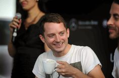 Elijah Wood enjoying India