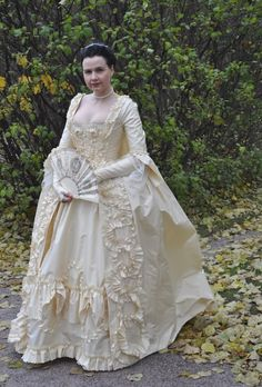 reproduction Robe à la Française - this woman's blog is great  -gorgeous photos of reproduction gowns that she's made.