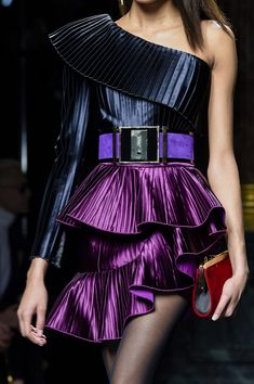 at Paris Fashion Week Fall 2015 Balmain at Paris Fall 2015 (Details)Balmain at Paris Fall 2015 (Details) Couture Fashion, Runway Fashion, Fashion Models, High Fashion, Fashion Show, Womens Fashion, Fashion Design, Fashion 2015, Couture Dresses