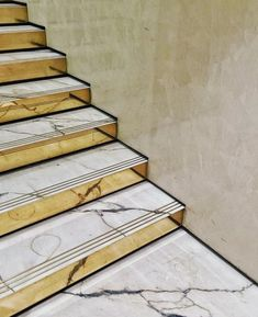 64 Ideas for brass stairs railing staircases Marble Staircase, Staircase Handrail, Stair Railing, Railing Design, Staircase Design, Design Online Shop, Stair Detail, Modern Stairs, Interior Stairs