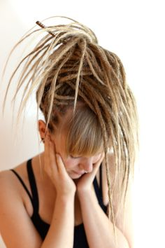 Just in the middle of our moving mess I wanted to share this lovely pic of Sussy that I took of her last week when I was finage with her dreadlocks.