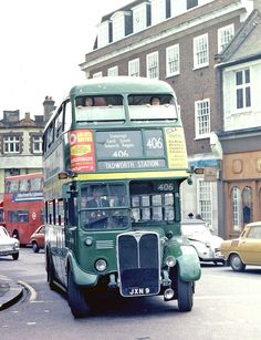 London Country: RT981 (JXN9) from Reigate Garage turning from Clarence Street into Wood Street, Kingston on Route 406