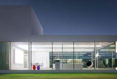 Impeccable Modern Home Design: Villa VH en T in Belgium