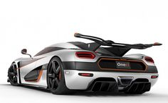 The Koenigsegg One:1 isn't all about brute power but it also has a pretty sophisticated suite of electronic goodies. You will love this...
