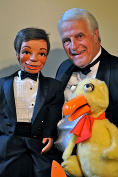 Ventriloquist John Hopman  > http://puppet-master.com - THE VENTRILOQUIST ASSISTANT Become a new legend of the ventriloquism world with minimal time waste!