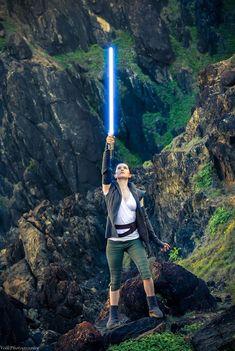 Rey from Star Wars VIII The Last Jedi cosplay by Nichameleon photo by Diana Volk Photography #reycosplay #starwarsVIII #cosplayclass