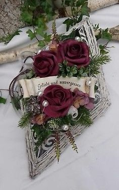 Grabgesteck Grabschmuck Allerheiligen Totensonntag Raute Ornament Rosen Schrift Funeral Sprays, Rose Flower Wallpaper, Heart Crafts, Magical Christmas, Grapevine Wreath, Paper Flowers, Floral Arrangements, Christmas Wreaths, Floral Design