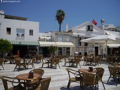 Open air cafes and restaurants are all around you in Bodrum. Many of them are on the sea front and the architecture and atmosphere is simply stunning. Restaurants, Patio, Sea, Architecture, Outdoor Decor, Home Decor, Cafes, Arquitetura, Terrace