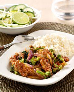 Thaise rode curry met rode ui, broccoli en knapperige limoen-taugésalade