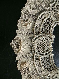 Don't normally go in for much beading but for this I'll make an exception. #lace #vintagelace #lacebow