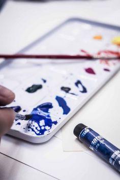 LARGA VIDA A LA ACUARELALa ACUARELA EXTRA FINA TITAN tiene una carta de 30 tonalidades de colores fabricados a base de goma arábiga y pigmentos de la máxima calidad. Es un producto excelente para utilizar sobre el papel adecuado y también sobre fondos de pergamino. Por supuesto, se diluye y se limpia con agua.  www.titanlux.es