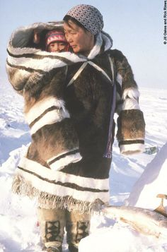 Inuit mother with traditional Amauti baby carrier, Greenland Cultures Du Monde, World Cultures, Inuit People, Inuit Art, Baby Kind, Mothers Love, Mother And Child, First Nations, People Around The World