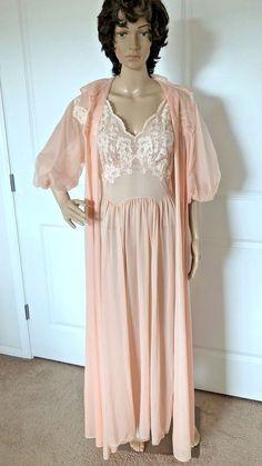 3af2d3404b Vintage 1960s Peignoir Nightgown   Robe VANITY FAIR Pale Peach Silky Nylon  Sz 38