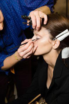 En backstage du défilé Givenchy automne-hiver 2014-2015 http://www.vogue.fr/beaute/en-coulisses/diaporama/fw2014-en-backstage-du-defile-givenchy-automne-hiver-2014-2015/17811/image/978562#!2