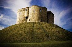 York Castle - the Gateway to the North. York Castle, Visit York, Places To Travel, Places To Visit, Norman Castle, North Yorkshire, Yorkshire England, Beautiful Castles, Romantic Getaways