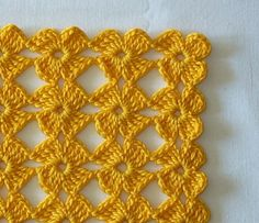 Crochet pattern (Russian). Nice geometric / abstract shapes, kind of midcentury modern style :)