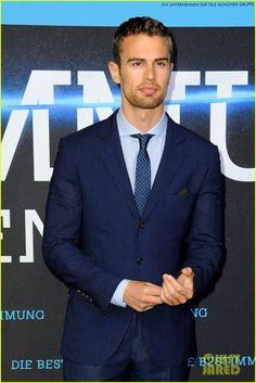 shailene woodley theo james bring divergent to germany 31