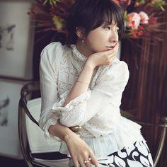 独自のファッションセンスで、ファッション誌はもとより、ブランドのディレクションまで活躍の場を広げ、人気タレントやモデルの熱い支持を集めるスタイリスト。そのセンスは、時にファッションの枠を越え、生き方、フィロソフィなど、生み出す世界観そのものが、年齢を問わず多くの女性を魅了してやまない。著書は『LIKE A PRETTY WOMAN』(スタイライフ)、『Lady in Red』(扶桑社)。 -STYLE HAUS(スタイルハウス)はおしゃれを楽しみたいすべての女性へ旬なファッション情報をお届けします。
