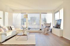 Schattenspiele... #interior #einrichtung #dekoration #decoration #ideen #ideas #wohnzimmer #livingroom #white #weiß #moderneswohnzimmer Foto: Schönsinn