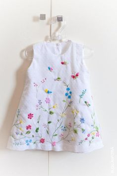 Embroidery Baby Clothes Little Girls 19 Ideas painting Little Dresses, Little Girl Dresses, Little Girls, Girls Dresses, Vintage Baby Dresses, Sewing For Kids, Baby Sewing, Kids Frocks, Girl Dress Patterns