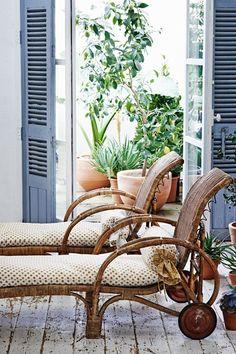 houseandgarden.decoration/chairs - La Trahison des Images