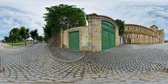 Entrée du couvent de l'abbatiale de Lessay - France © Pascal Moulin