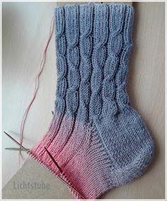 Crochet baby socks pattern libraries 40 Ideas for 2019 Free Knitting, Knitting Socks, Baby Knitting, Knitting Patterns, Crochet Baby Socks, Easy Crochet, How To Start Knitting, Pattern Library, Baby Sweaters