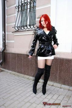 Calmara in latex and boots Vinyl Raincoat, Blue Raincoat, Raincoat Jacket, Hooded Raincoat, Fetish Fashion, Fashion Heels, Latex, Women Smoking, Raincoats For Women