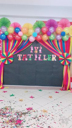 The Effective Pictures We Offer You About Balloon Decorations engagement A quality picture can tell you many things. You can find the most beautiful pictures that can be presen Graduation Party Themes, Birthday Party For Teens, Diy Birthday, Simple Balloon Decoration, Balloon Decorations, Birthday Decorations At Home, School Decorations, Diy And Crafts, Crafts For Kids