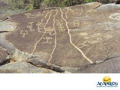 #informaciondeacapulco Palma Sola. INFORMACIÓN DE ACAPULCO. Palma Sola es una zona arqueológica en Acapulco que está ubicada en la parte alta o anfiteatro de la Ciudad en el cerro El Veladero. Ahí hay una variedad de rocas con grabados que describen la vida y el ambiente del lugar, que estuvo habitado 800 años antes de nuestra era. Te invitamos a visitar el hermoso Puerto de Acapulco y a descubrir las maravillas que te ofrece. www.fidetur.guerrero.gob.mx