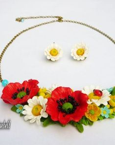 Set cu bujori | Breslo Polymer Clay, Wreaths, Decor, Fimo, Decoration, Door Wreaths, Deco Mesh Wreaths, Decorating, Floral Arrangements