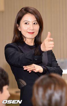 OSEN - [사진]김희애,'미세스 캅이다! 손 들어!'