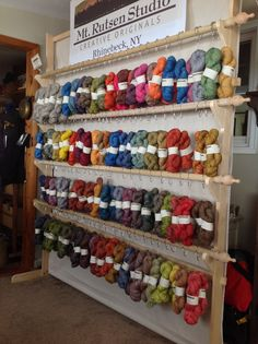 Nice way to show all yarns for fiber festivals or indie dyers in yarn shop Yarn Display, Craft Booth Displays, Display Ideas, Booth Ideas, Craft Fair Table, Yarn Shop, Wool Shop, Knitting Machine Patterns, Yarn Storage