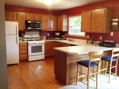 100+ Kitchen Paint Colors with Dark Oak Cabinets - Kitchen Remodel Ideas for Small Kitchen Check more at http://www.entropiads.com/kitchen-paint-colors-with-dark-oak-cabinets/