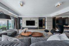 wohnzimmer modern einrichten graues mobiliar holztische ...