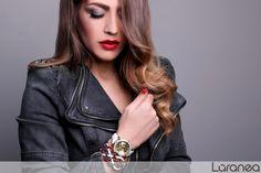 Auffälliger Schmuck ist dieses Jahr ein absoluter Trend! Wie ihr eure Arme am besten in Szene setzt, zeigen wir euch in unserem Magazin: http://www.laranea.de/armreife-armringe