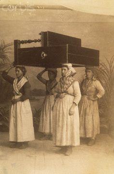 Italian Women Carry Piano - Four women carry a piano on their heads. San Remo, Italy, ca. 1900.     #TuscanyAgriturismoGiratola