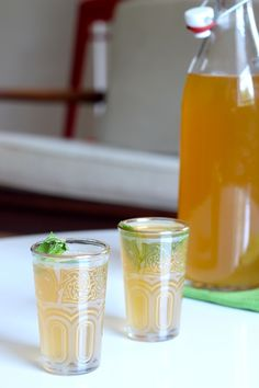 This rejuvenating iced ginger mint tea is infused with slices of fresh ginger, a handful of fresh mint leaves and sweetened with agave nectar. Refreshing Drinks, Yummy Drinks, Healthy Drinks, Healthy Smoothies, Non Alcoholic Drinks, Beverages, Cocktails, Ginger Lemonade, Ginger Tea