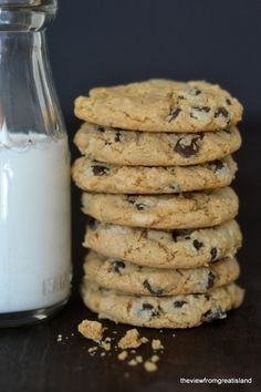 Flourless Cashew Butter Chocolate Chip Cookies - These look amazing! Sugar swap to lower the carbs