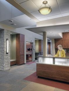 Muted earth tones, wood paneling, and decentralized nurses' stations are featured in the new community hospital addition. Photos courtesy of HDR Architecture, Inc.; © 2011 Tom Kessler.