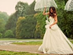 Transparent umbrella | Rainy wedding | matrimonio sotto la pioggia | sposa bagnata, sposa fortunata |  for more ideas: http://theproposalwedding.blogspot.it/2013/10/sposa-bagnata-sposa-fortunata.html
