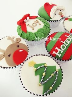20 Gorgeous Christmas Cupcakes, a collection of inspiring cupcakes for your holiday spread! Ahhh, can you feel it? The magical feeling of Christmas is in the air and I just can't wait to get started making my Christmas goodies! I have been swooning for months over all these gorgeous Christmas cupcakes I've seen floating around …