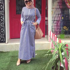 striped maxi dress-Maxi dresses with hijab styles – Just Trendy Girls Modern Hijab Fashion, Islamic Fashion, Abaya Fashion, Muslim Fashion, Fashion Dresses, Maxi Dresses, Hijab Trends, Mode Abaya, Hijab Chic