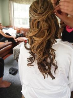 Lusciously loose half up hairstyle - Dreamy Down 'dos - Wedding Hair 2014 - Wedding Blog | Ireland's top wedding blog with real weddings, wedding dresses, advice, wedding hair s...